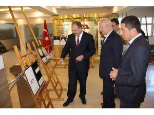 Sivas'ta 'Çizgilerle 40 Hadis' Adlı Sergi Açıldı