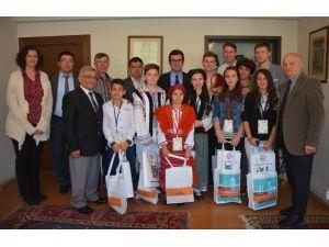 Dünya Çocukları UNESCO Dünya Mirası Bergama'yı Gezdi