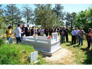 Tuna, Mezarı Başında Anıldı