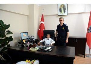Emniyet Müdürünün Koltuğuna Oturan Küçük Gürkan, Tüm Ekipleri Okul Çevrelerine Sevk Etti