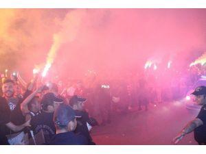 Beşiktaş, Manisa'da Meşalelerle Karşılandı