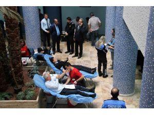 Polis Kan Bağışladı