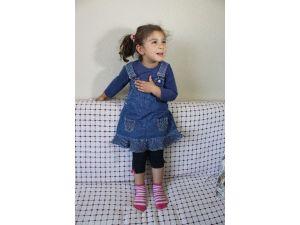 3,5 Yaşındaki Kızdan Göğsüne Vura Vura İstiklal Marşı