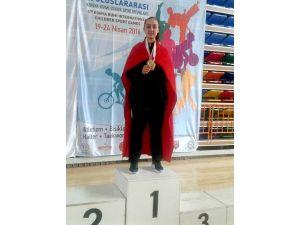 Zehra Gündüz Tekvando Da Altın Madalya Kazandı