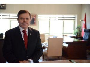 Uşak Üniversitesi Rektörü Sait Çelik'in 23 Nisan Mesajı