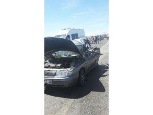 Kamyon Otomobile Çarptı: 1 Ölü, 4 Yaralı