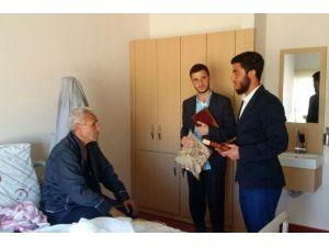 Mardin'de Hastalara Kur'an'ı Kerim Ve Seccade Hediye Edildi
