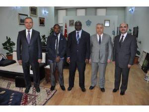 NEÜ İle Uganda İslam Üniversitesi Protokol İmzaladı