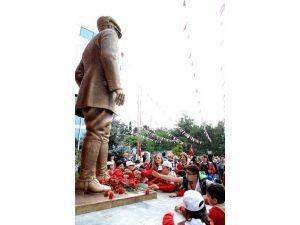 (Düzeltme) Yeni Atatürk Anıtı'nın Açılışını Öğrenciler Yaptı