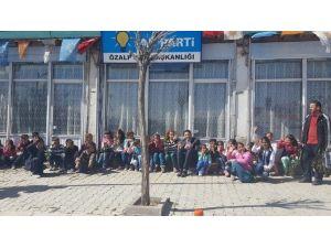 AK Parti İlçe Başkanı Çocukları Makamın Ağırladı