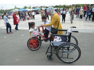 Spastik Engelli Çocuk İlk Kez Bisiklete Bindi