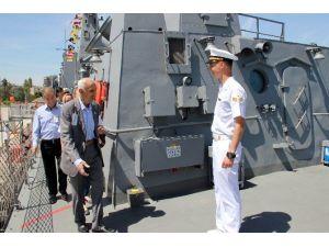 Kapılarını Halka Açan Donanma Gemisine Sürpriz Ziyaret
