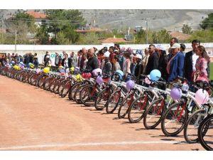 Erzincan'da 215 Öğrenciye Bisiklet Dağıtıldı