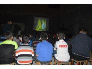 Surlu Çocuklara Film Gösterimi Yapıldı