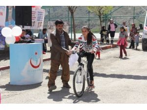Hakkari'de 733 Öğrenciye Bisiklet Dağıtıldı