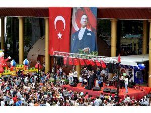 Seyhan Belediyesi'nin 23 Nisan Etkinliğine Binlerce Çocuk Katıldı