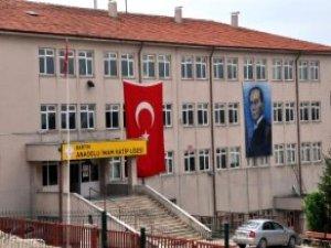 Okula Atatürk'e Benzemeyen Poster Asılmasına Bazı Vatandaşlar Tepki Gösterdi