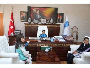 Başkan Özgökçe, 23 Nisan'da Koltuğunu Miniklere Devretti