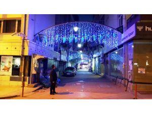 İzmit'te Cadde Ve Sokaklar Işıl Işıl