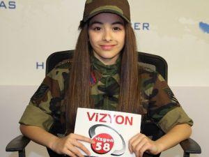 Şehit Kızı, Babasının Asker Şapkasıyla Ana Haber Bültenini Sundu