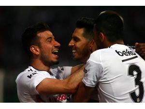 Akhisar Belediyespor: 1 - Beşiktaş: 1 (İlk yarı)