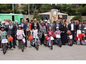 Yozgat'ta 500 Öğrenciye Bisiklet Dağıtıldı