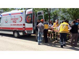 Elazığ'da İskeleden Düşen İki İşçi Yaralandı