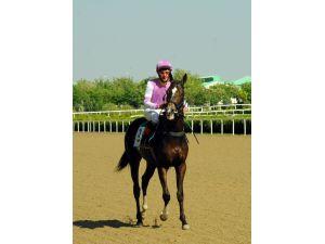 Türkmenistan'da At Bayramı koşusu büyük ilgi gördü