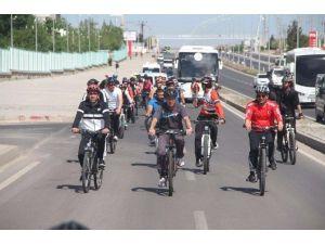 Diyarbakır'da Bisiklet Etkinliği Düzenlendi