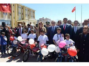 500 Çocuğa Bisiklet Dağıtıldı
