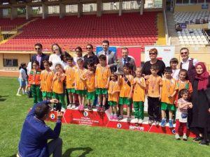 Çocuklar Atletizm Şenliğiyle Coştu