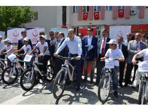 Bakan Soylu Bisiklet Dağıttı