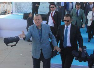 Cumhurbaşkanı Erdoğan Satranç Takımı Dağıttı