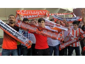 Adanaspor Taraftarı Şampiyonluğu Kutladı