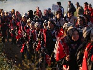'57. Alay Vefa Yürüyüşü'ne binlerce genç katıldı