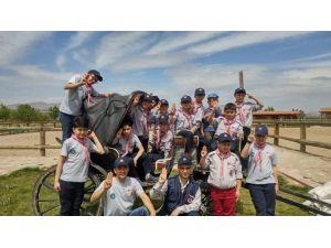 İzcilik Kulübü Üyeleri Ata Bindi