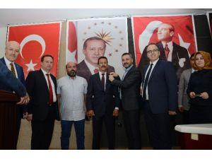 Altıeylül'de MHP'li İki Meclis Üyesi AK Parti'ye Geçti