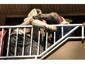 Aile İçi Tartışma Balkon Demirlerine Çıkardı