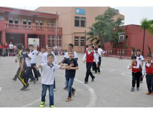 Silopi'de öğrenciler ile öğretmenler yeniden ders başı yaptı