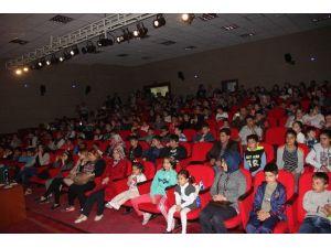 İncesu Belediyesi Çocuklara Ücretsiz Eğitici Tiyatro Gösterisi Düzenledi