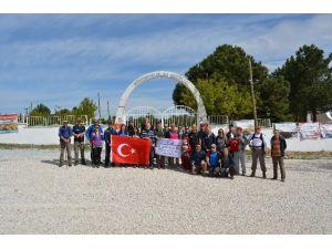 Afdos Üyeleri 23 Nisan Ulusal Egemenlik Ve Çocuk Bayramı Nedeniyle Giresunlular Şehitliği'ne Yürüdü