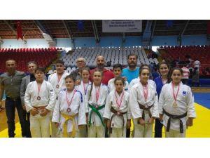 Yunusemre Judo Bayanlar Takımı Turnuvaya Damga Vurdu