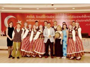Alanya Belediye Başkanı Yücel, Kardeş Şehirlerin Çocuklarını Ağırladı