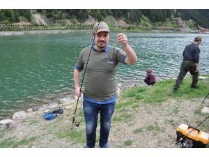 Uzungöl'de Balık Tutma Yarışı Düzenlendi