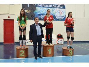 Dede Korkut Anadolu Lisesi Voleybol Şampiyonu Oldu