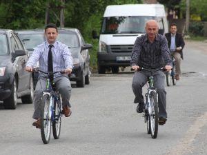Bu Öğretmenler Okula Bisikletle Gidip Geliyor