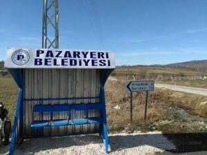 Pazaryeri'nin Köy Yol Ayrımlarına Bekleme Kulübesi Yerleştirildi