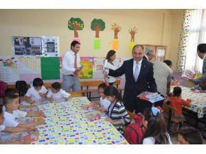 Salihli Ticaret Borsası Çocukları Sevindirdi