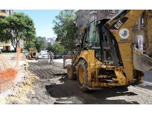 Kartal'da Yol Bakım Çalışmaları Sürüyor
