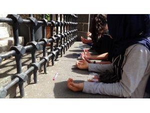 Hz. Süleyman Camisi'nde Eller TEOG İçin Semaya Kalktı